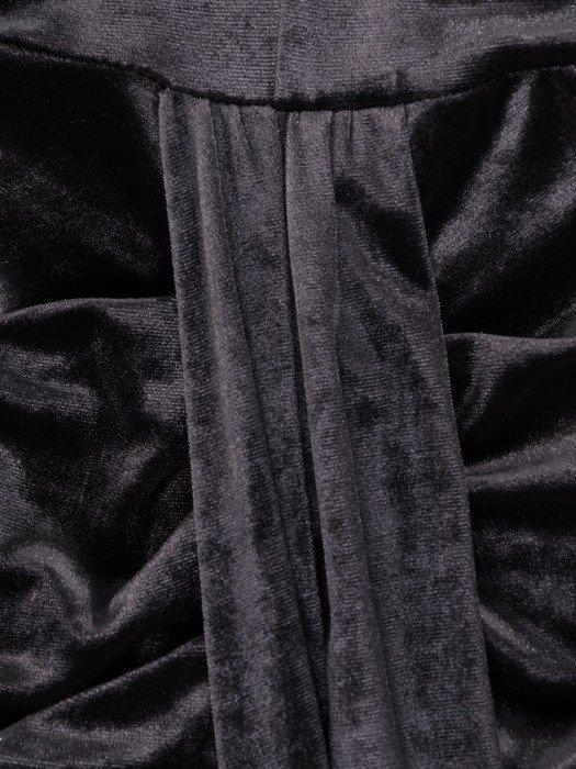 Aksamitna sukienka z efektownym marszczeniem 18785