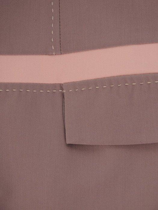 Beżowa sukienka z lamówkami Ksawera III, klasyczna kreacja na jesień.