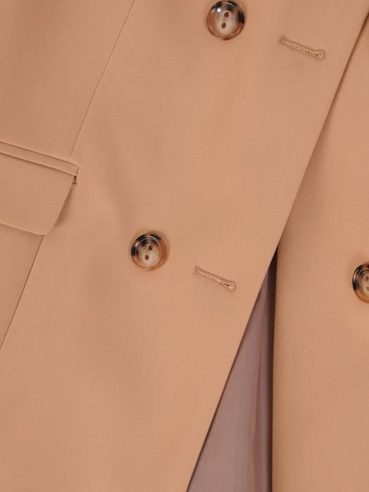 Beżowy płaszcz damski z dwurzędowym zapięciem 28527