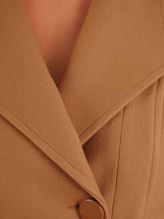 Beżowy płaszcz damski z ozdobnym wiązaniem 26975