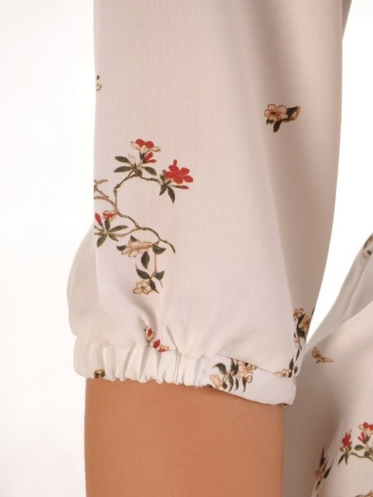 Biała bluzka w kwiaty 26067