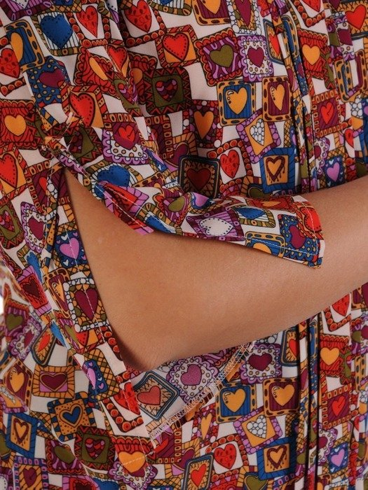 Bluzka damska z rozcięciami na rękawach 24966
