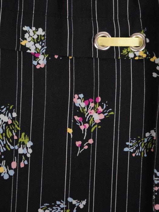 Bluzka wykończona ozdobnymi tasiemkami 14957.