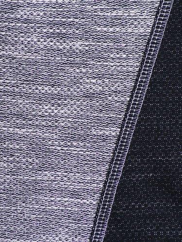 Bluzka wykończona srebrną nitką Kamila.