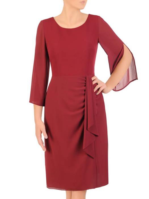 Bordowa sukienka z ozdobną zakładką maskującą brzuch 30630