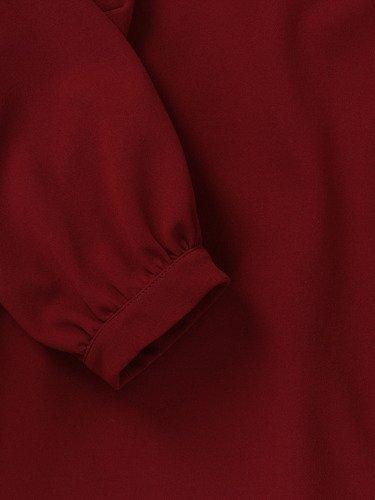 Bordowa sukienka z ozdobnymi rękawami 14599, wyszczuplająca kreacja w luźnym fasonie.