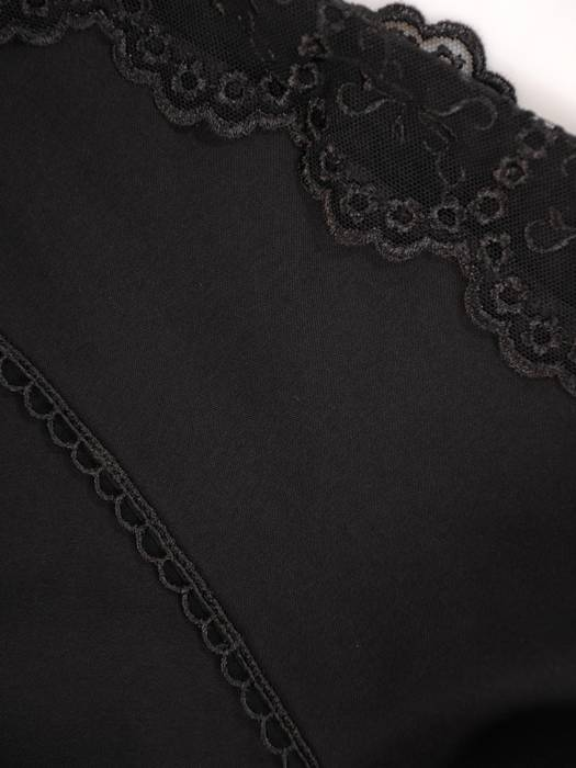 Czarna bluzka z koronkowymi wstawkami 29907