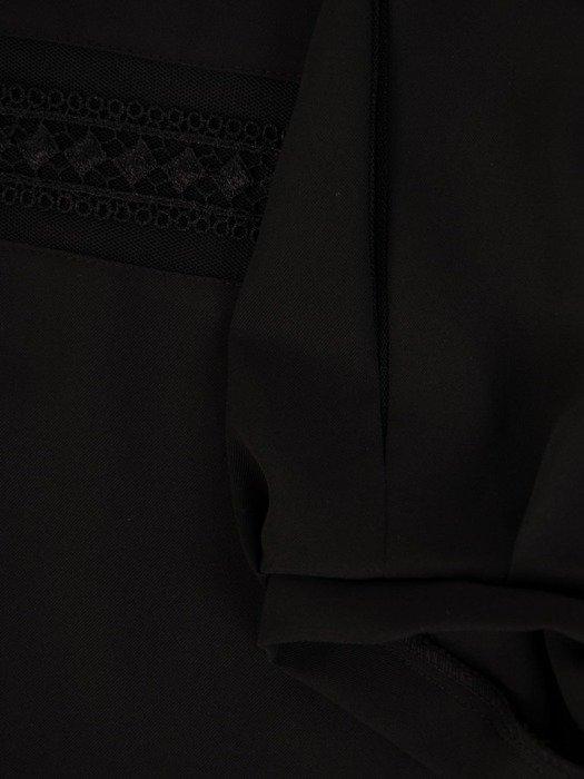 Czarna bluzka z ozdobnym dekoltem 25899