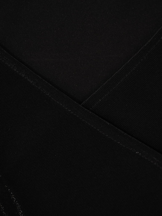 Czarna sukienka z dzianiny, kreacja z kopertowym dekoltem 22413