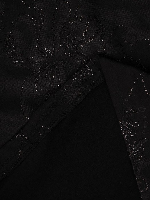 Czarna sukienka z połyskującym, kwiatowym wzorem 19109