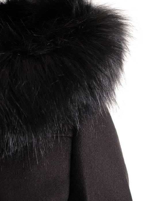 Czarny płaszcz z odpinanym, futerkowym kapturem 27497