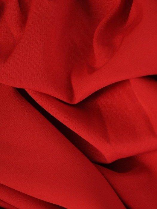 Długa sukienka z koronkowym topem, kreacja z modnym dekoltem 22922