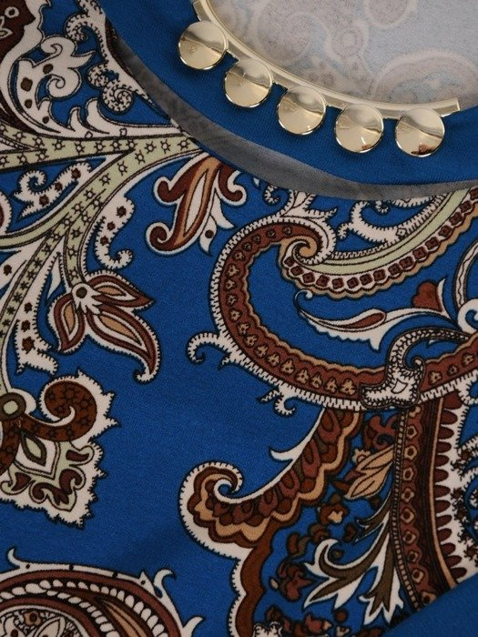 Dzianinowa bluzka z ozdobnie wykończonym dekoltem 24446