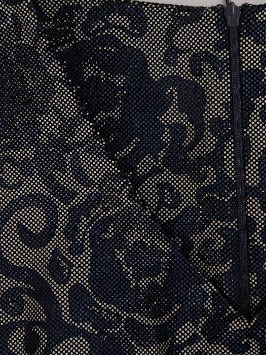 Dzianinowa sukienka w oryginalny, kwiatowy wzór 19219