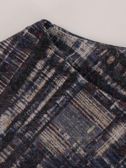 Dzianinowa sukienka w stonowanych kolorach 18199, jesienna kreacja z kieszeniami.
