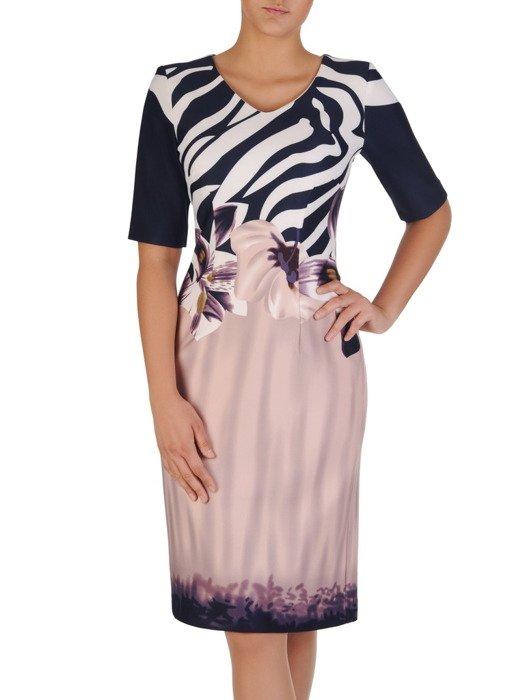 Dzianinowa sukienka z oryginalnym nadrukiem Kasjana, atrakcyjna kreacja wizytowa.