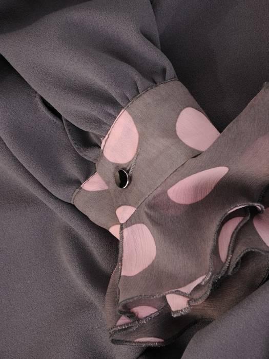 Dzianinowa sukienka z rękawami wykończonymi falbanką 28610