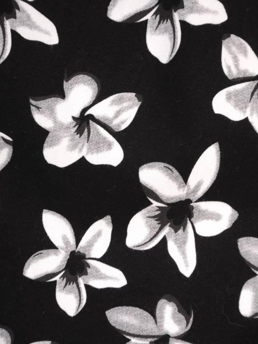 Elegancka czarna sukienka w kwiaty  z marszczonymi rękawami 27603