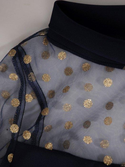 Elegancka sukienka z modną stójką i tiulowymi rękawami 18959