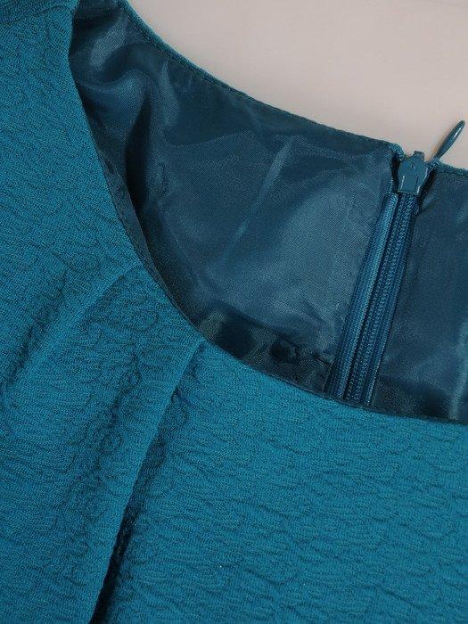 Elegancka sukienka z modnym marszczeniem 17634, kreacja z kreszowanej dzianiny.