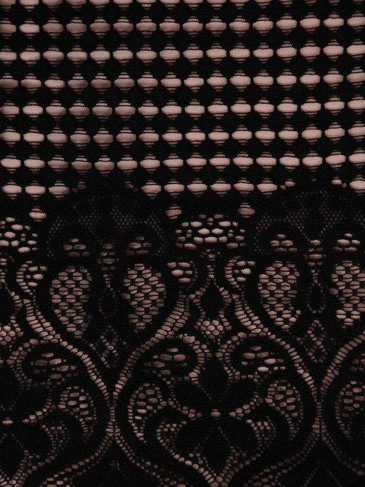 Geometryczna sukienka z eleganckiej koronki 19183