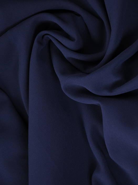 Granatowa sukienka z szyfonową narzutką maskującą niedoskonałości 31263