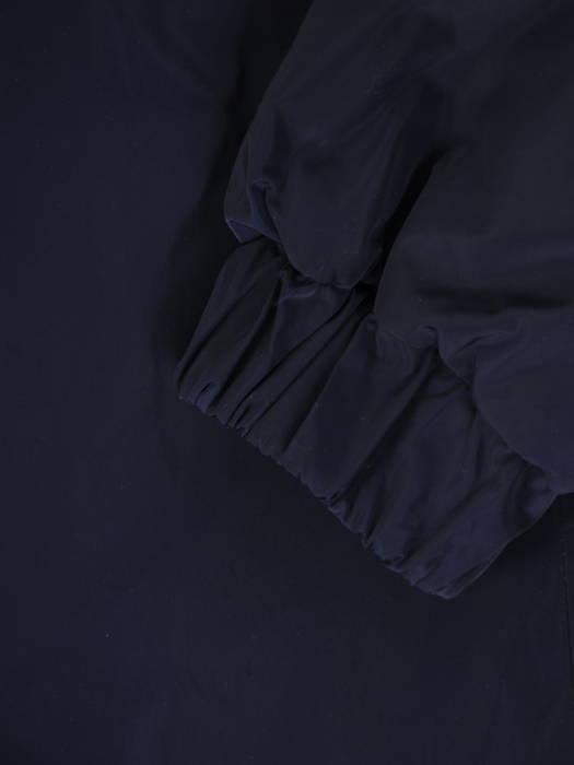 Jesienny płaszcz damski z kapturem i wydłużonym tyłem 30688