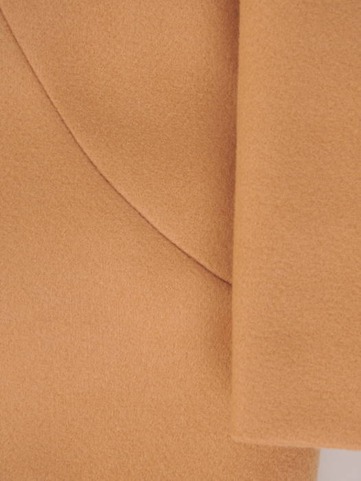 Karmelowy   płaszcz damski zapinany na guziki  30658