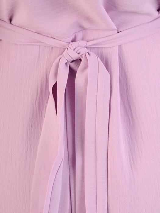 Kopertowa sukienka z ozdobnymi rozcięciami na rękawach 28983