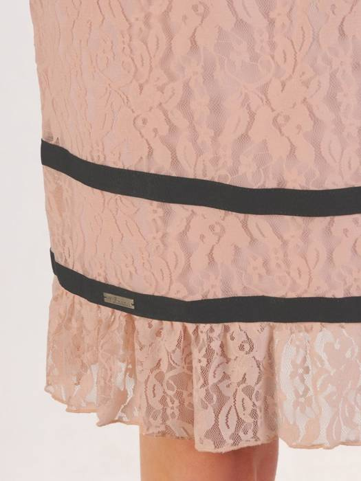 Koronkowa sukienka z ozdobnymi falbankami 28417