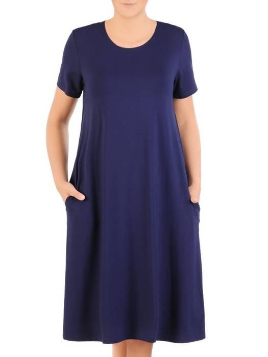 Luźna sukienka z dzianiny, granatowa kreacja z kieszeniami 30070