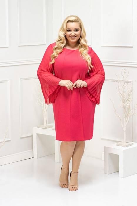 Malinowa sukienka z ozdobnymi, plisowanymi rękawami 29238