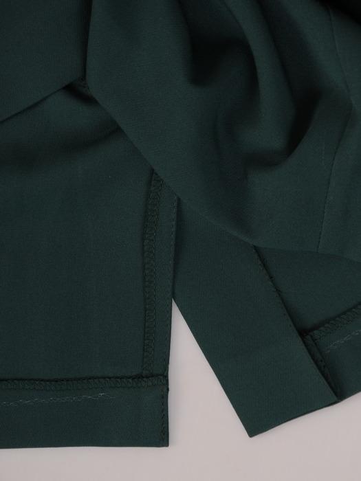Nowoczesna sukienka z kontrastowym, asymetrycznym kołnierzem 21978