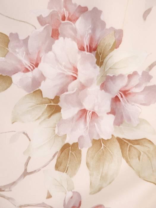 Pastelowa sukienka w kwiaty, kreacja z ozdobnym wiązaniem 30003