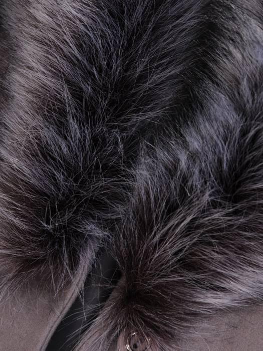 Płaszcz szary z futrzaną etolą i wiązanym paskiem 27786