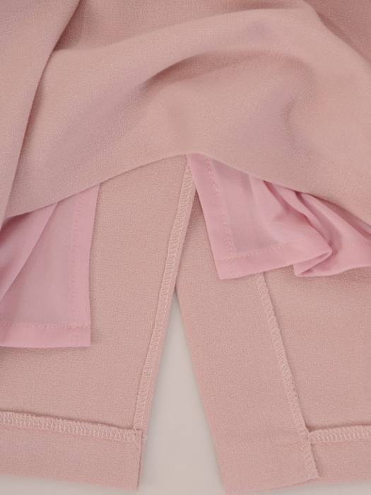Połyskująca sukienka z krótkimi rękawami, nowoczesna kreacja w kolorze pudrowym 26884