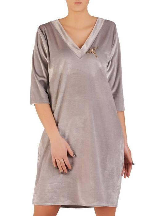 Popielata, welurowa sukienka z ozdobną broszką 28660