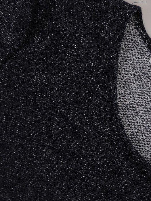 Prosta bluzka ze srebrnymi przeszyciami 18007.