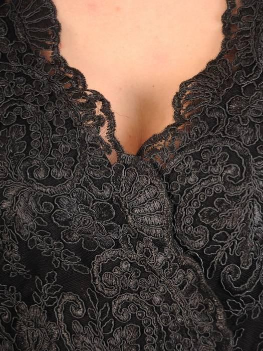Prosta sukienka czarna z kopertowym dekoltem, kreacja na wesele 29461