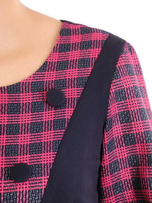 Prosta sukienka na jesień, kreacja z ozdobną falbaną i guzikami 30480