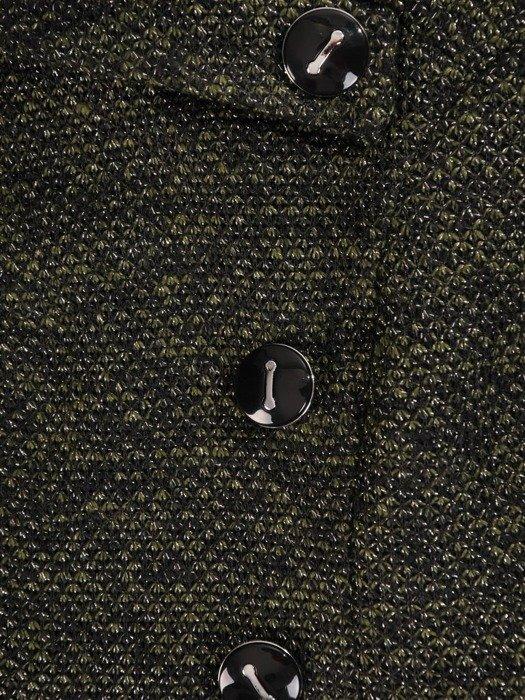 Prosta sukienka z asymetrycznym kołnierzem i ozdobnymi guzikami 23565