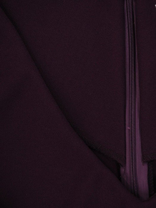 Prosta sukienka z głębokim dekoltem, fioletowa kreacja na jesień 22462