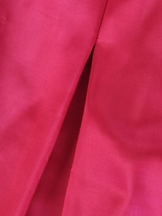 Rozkloszowana, amarantowa sukienka z ozdobną kokardą 30007