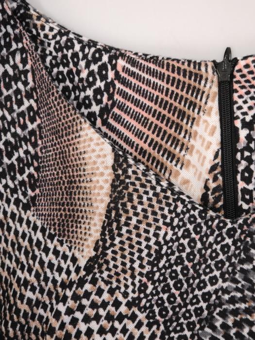 Rozkloszowana sukienka midi z oryginalnym nadrukiem 23174