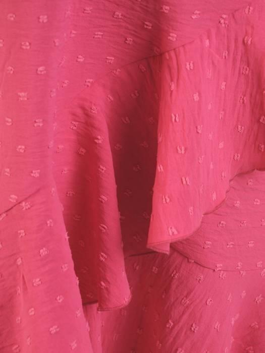 Rozkloszowana sukienka z asymetrycznym dołem 29931
