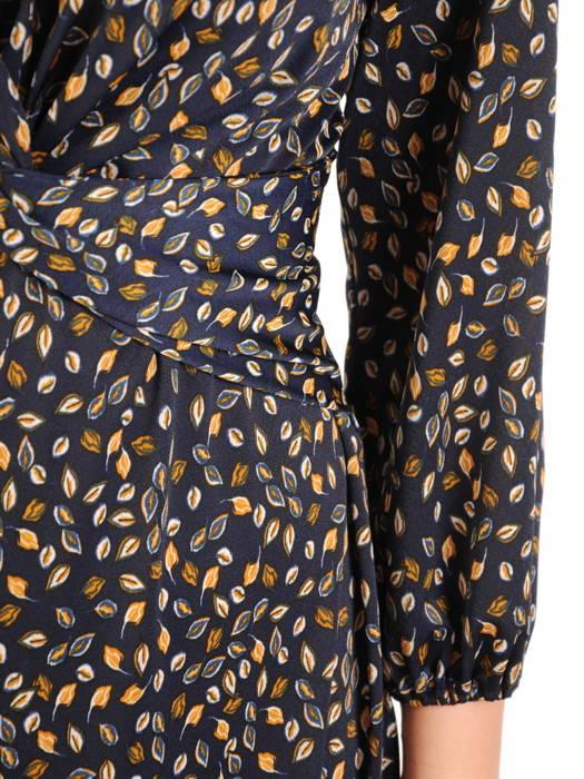 Rozkloszowana sukienka z ozdobną zakładką pod biustem 31075