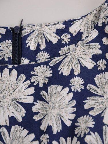 Rozkloszowana sukienka z paskiem 16655, wiosenna kreacja w kwiaty.