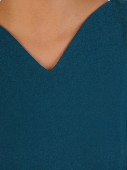 Rozkloszowana sukienka z paskiem, kreacja z delikatnym połyskiem 24005
