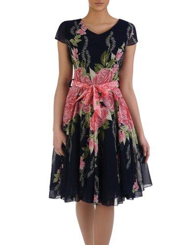 Rozkloszowana sukienka z szyfonu Florena III, zwiewna kreacja w paskiem.