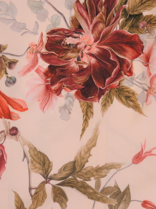 Rozkloszowana sukienka z wąskim paskiem, atrakcyjna kreacja w kwiaty 21307